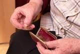 Polskie emerytury są jednymi z najniższych w Europie. Świadczenia z ZUS-u stanowią ok. 30-40 proc. zarobków sprzed przejścia na emeryturę