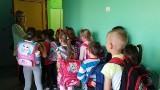 W szkole na ul. Przybyszewskiego w Łodzi przez dwa dni ważą tornistry uczniów