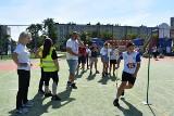 """Sportowa re-integracja uczniów ostrowieckiej """"piątki"""". Była dobra pogoda i ciekawe zawody (ZDJĘCIA)"""