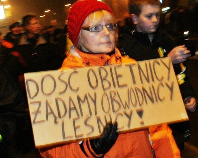 Mieszkańcy Leśnicy żądają budowy obwodnicy. W miniony piątek w tej sprawie blokowali drogę