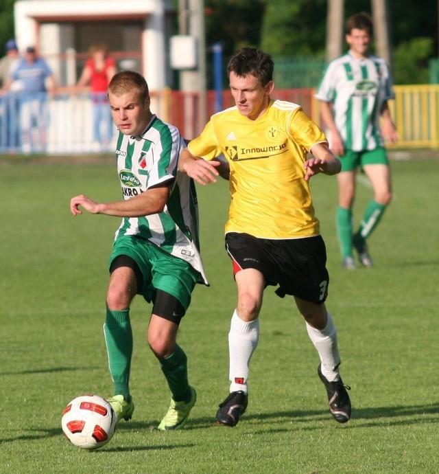 Mateusz Urbaniak (w żółtej koszulce) może odejść ze Stali Nowa Dęba.
