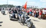 Parady motocyklistów na Pol'and'rock Festiwalu. Piękne, błyszczące maszyny i ryk silników na woodstockowym polu