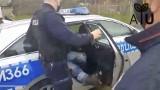 Rolnicy Podlasie. Gienek zatrzymany siłą przez policję w Plutyczach. Policja wyjaśnia dlaczego i broni funkcjonariuszy (wideo)