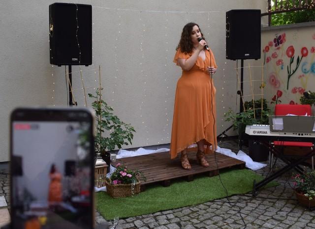 Na inaugurację ogródka koncertowała Julia Chrobok.