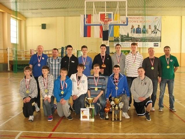Na zdjęciu drużyna UKS Gim Baskets 2 Przemyśl.