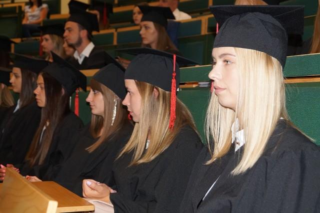 Ostrołęka. Uroczyste wręczenie dyplomów w Wyższej Szkole Administracji Publicznej w Ostrołęce
