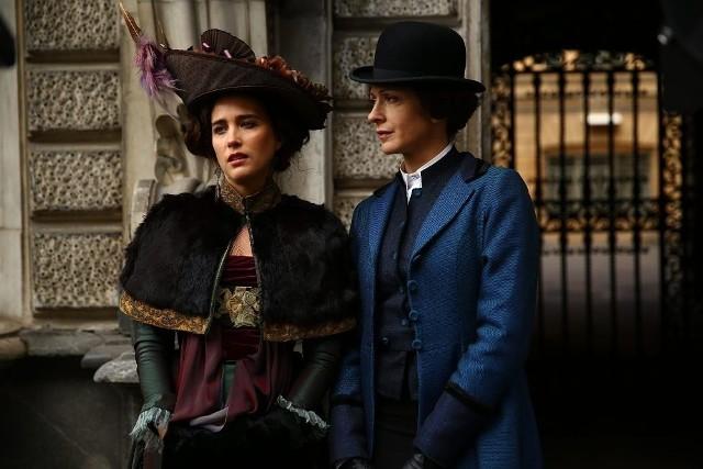 W serialu w rolę Maty Hari wciela się piękna aktorka Vahiny Giocante (z lewej)