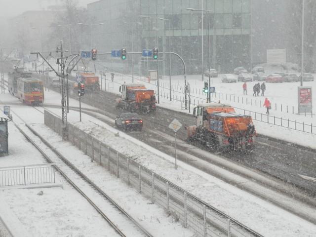 Śnieżny poranek na łódzkich drogach