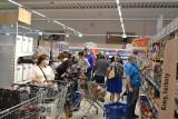 Dąbrowa Górnicza. Trzeci Lidl w mieście od 22 lipca otwarty. Przed drzwiami sklepu stała ogromna kolejka