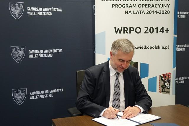 Marek Woźniak podpisał umowy na dofinansowanie