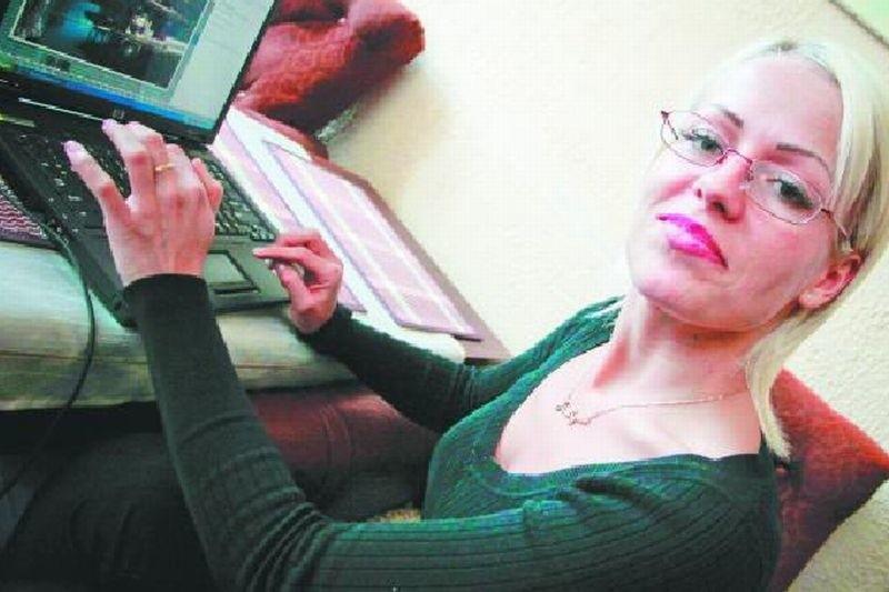 – Nie potrafię już sama zapiąć guzików. Mówienie sprawia mi bardzo dużą trudność, podobnie jak pisanie na komputerze – mówi chora na ataksję Justyna Kurowska.