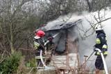Duży pożar na Gądowie. W nocnej akcji uczestniczyło 17 zastępów straży