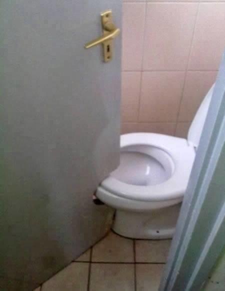 Łazienki i toalety, z których nie chcielibyście skorzystać. Te aranżacje powalają!