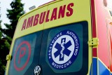Trzy osoby trafiły do szpitala po wypadku w Krajowicach. Czołowo zderzyły się dwa samochody osobowe