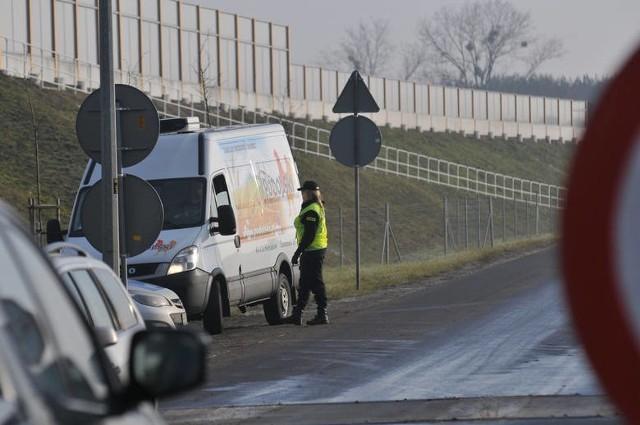Gospodarstw, na których wykryto ogniska ptasiej grypy, przez całą dobę pilnują policjanci.