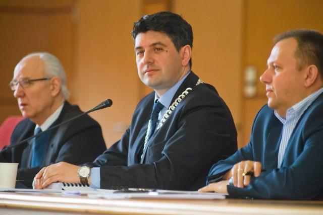Nie jest też tajemnicą, że Gromko (w środku) pojawiał się wśród kandydatów PiS na prezydenta Białegostoku w przyszłorocznych wyborach samorządowych.