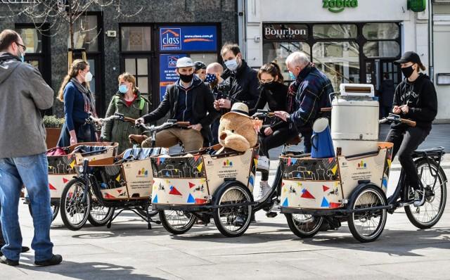 W sobotę (17 kwietnia 2021 r.) Stowarzyszenie Społeczny Rzecznik Pieszych w Bydgoszczy zaprosiło bydgoszczan, przedsiębiorców i przedstawicieli władz miasta do wypróbowania rowerów cargo, które można już wypożyczać