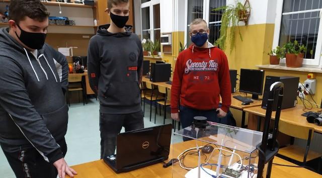 Uczniowie Zespołu Szkół Technicznych i Ogólnokształcących im. Stefana Banacha w Jarosławiu tworzą jeżdżącego robota. Dla niewidomych.