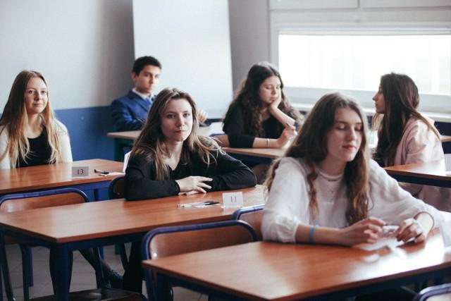 """NASZA GALERIA: licea i klasy nie tylko dla wybitnych prezentujemy w kolejności od najwyższego do najniższego """"progu"""" rekrutacyjnego z naboru na rok szkolny 2018/2019"""