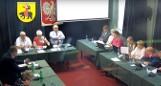 Burzliwa debata nad stanem gminy Ożarów. Burmistrz Marcin Majcher z wotum zaufania