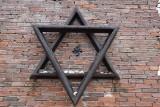 Częstochowa. Nazistowskie symbole na Pomniku Pamięci Żydów. Policja bada okoliczności dewastacji