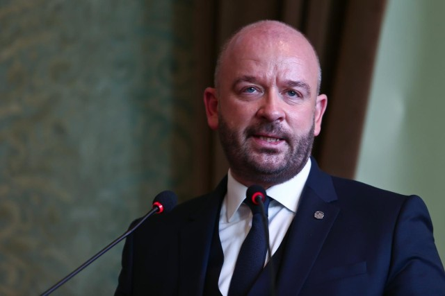 Prezydent Jacek Sutryk podczas posiedzenia Rady Miejskiej Wrocławia.