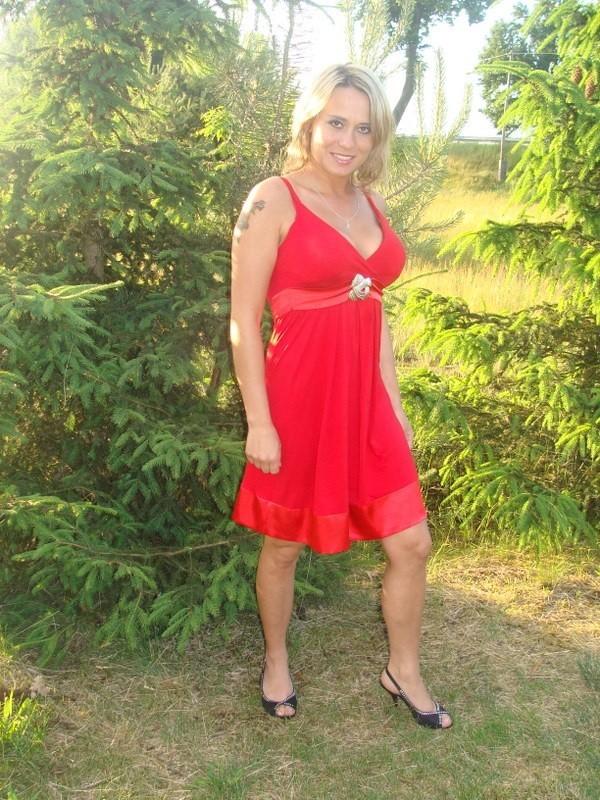Dagmara Bozemska mieszka w BrzeLnicy. Ma 30 lat i urodzila sie pod znakiem byka. Jest pozytywnie nastawiona do zycia. Lubie tanczyc oraz lubi wyzwania, dlatego postanowila wziąc udzial w tym konkursie. Aby zaglosowac na Dagmare wyślij sms o treści MISSLATA.2 na nr 72051. Koszt 2,44 zl z VAT.