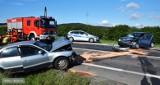 Wypadek na drodze nr 8 w okolicach Ząbkowic Śląskich. Droga zablokowana, trzy osoby ranne