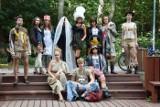 Takiego pokazu w Dolinie Gęśnika jeszcze nie było! Ironiczne spojrzenie na świat mody w wersji marki Platie