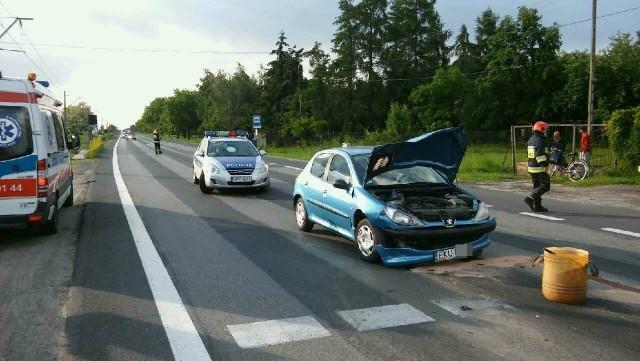 Wypadek na DK91 w Słowiku. Zderzenie dwóch samochodów przed przejściem dla pieszych