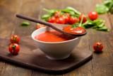 Zamykamy przecier pomidorowy w słoikach