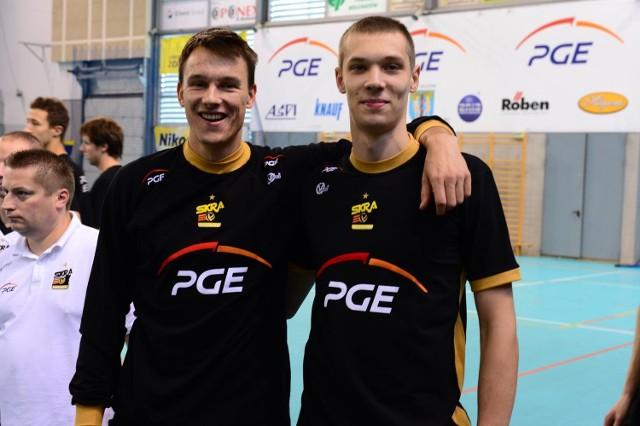 Wojciech Włodarczyk (od lewej) i Aleksa Brdjović już trenują z drużyną PGE Skry Bełchatów