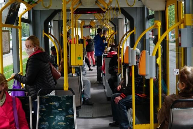 Pasażerowie ZTM, którzy z powodu obostrzeń dotyczących profilaktyki antywirusowej nie mogli skorzystać ze swoich biletów okresowych, mogą ubiegać się o zwrot należności za nie.