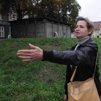 Grażyna Dąbrowska ma dość oglądania zaniedbanego pl. Floriana