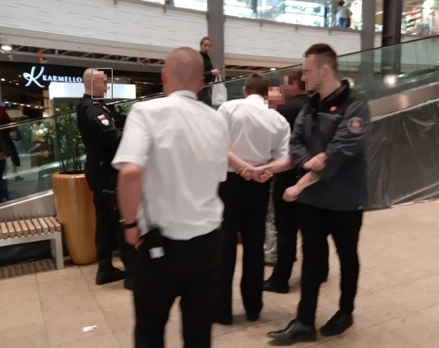 Trzech mężczyzn na bani zaczepiało w weekend klientów Galerii Łódzkiej. Pobudzeni przez alkohol panowie byli wulgarni i nieprzyjemni, dlatego zareagowała ochrona centrum handlowego.