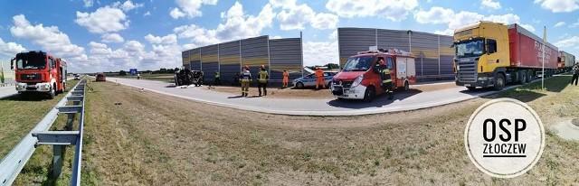 Do zdarzenia drogowego doszło na trasie S8, we wtorek 14 lipca, po godz. 10. W wyniku najechania na tył samochodu ciężarowego marki kia, auto to uderzyło w bariery ochronne. Jego kierowca trafił do szpitala.