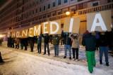 Sondaż: Większość Polaków popiera protest mediów  ws. rządowej ustawy