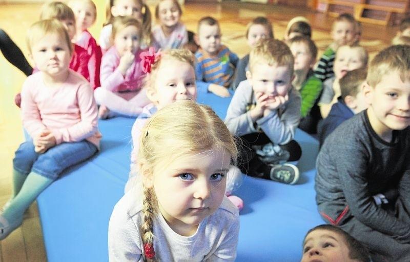Te maluchy nie narzekają na nudę, bo już chodzą do przedszkola nr 1 . Rodzice innych kilkulatków dopiero muszą przebrnąć przez rekrutację