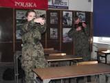 """Bezpieczna nauka strzelania z użyciem lasera w szkole """"przy basenie"""" w Stalowej Woli"""