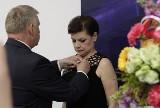 """Jolanta Chwałek, dyrektor BWA w Ostrowcu, nagrodzona najwyższym wyróżnieniem """"Zasłużony dla Kultury Polskiej"""" (ZDJĘCIA)"""