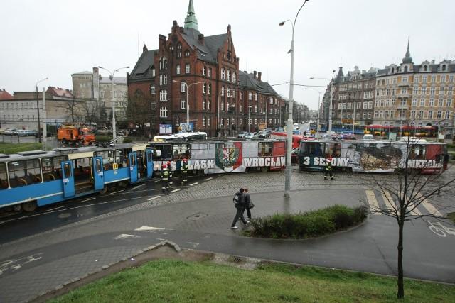 Wypadek tramwajowy na pl. Powstańców Wielkopolskich. Siódemka zderzyła się z tramwajem 71