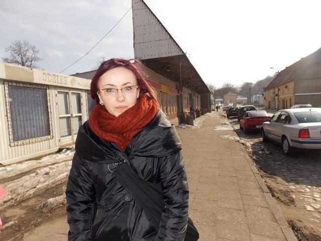 - Nic tu się nie dzieje, sklepy pozamykane na cztery spusty, gmina powoli wymiera - wylicza Agnieszka Kula. - Tak jak moi znajomi wyjeżdżam za granicę w poszukiwaniu pracy.