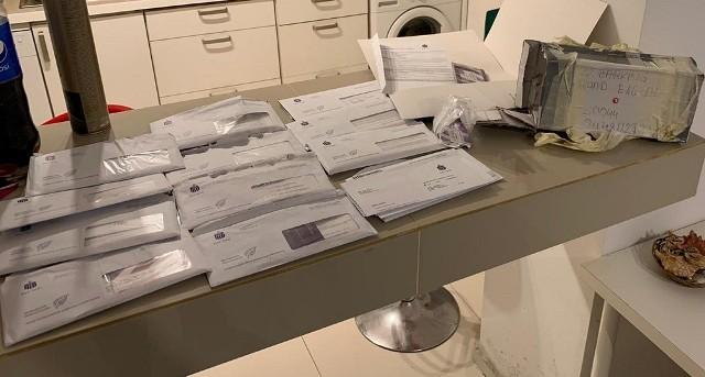 Policjanci zabezpieczyli dokumentację bankową, wykorzystywaną do przestępstw