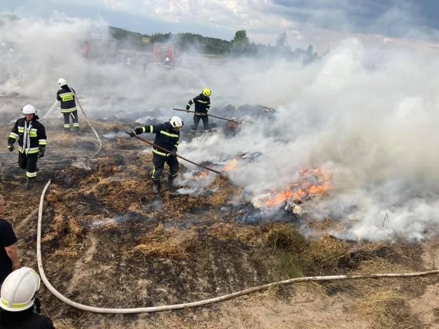 W Łukowcu straż pożarna gasiła  pożar stogu oraz zboże na pniu