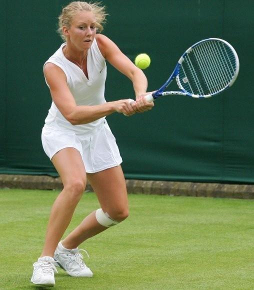 Urszula Radwańska starała się, ale była słabsza od rozstawionej z nr. 14 Słowaczki Dominiki Cibulkovej.