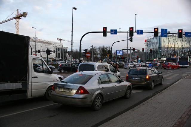 Popołudniu kierowcy zawsze długo stoją w rejonie ronda Grunwaldzkiego