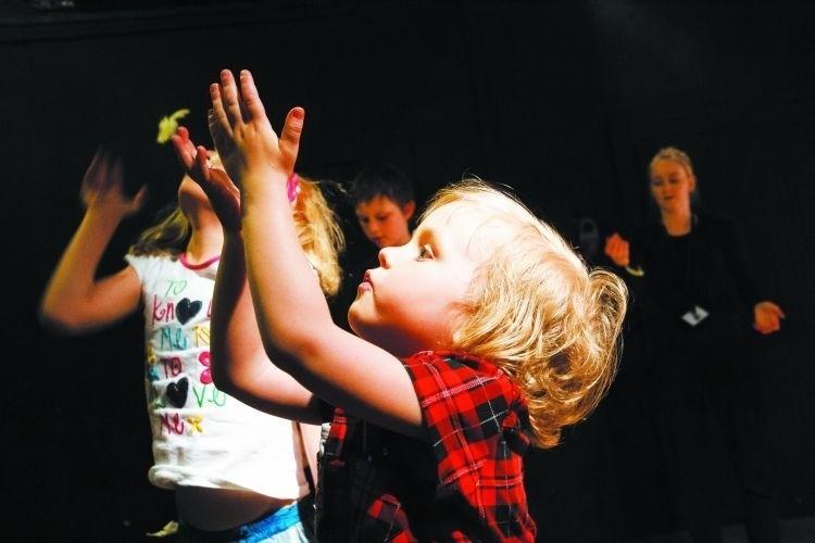 Weekend należał do Akademii Teatralnej, która przygotowała atrakcje, też dla najmłodszych. Było wśród nich spotkanie z magicznymi przedmiotami.