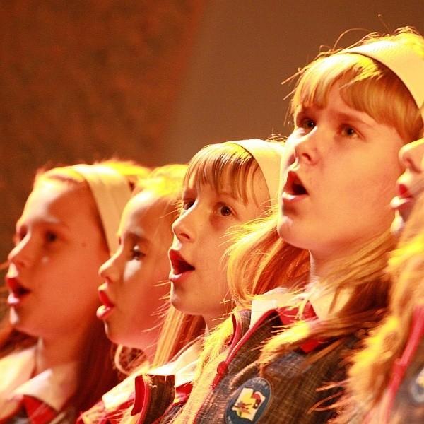 W Szkole Podstawowej nr 19 w chórze śpiewa kilkadziesiąt osób, a dyryguje Agnieszka Wałejko