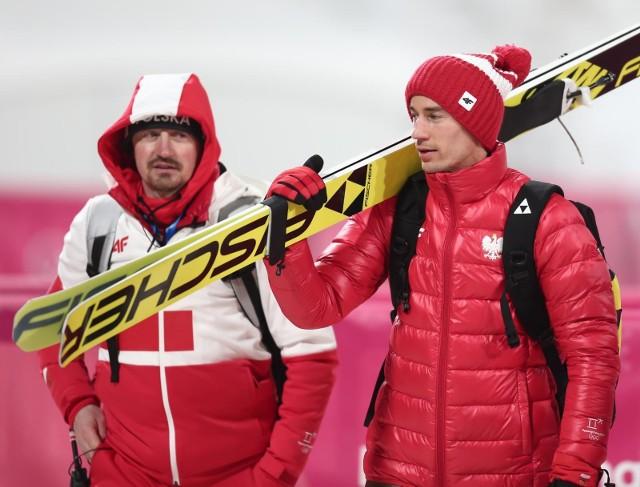 Kamil Stoch (z prawej) najlepiej prezentował się podczas treningów na dużej skoczni
