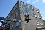 Zielona Góra. Kolejny mural na 20-lecie UZ odsłonięty. Potrzebny był do tego dźwig